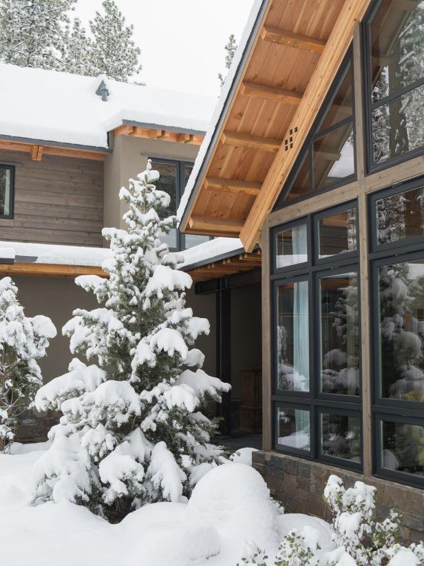 dh2014_teaser-snow-20-dscf0072-detail-entry-in-snow_v-jpg-rend-hgtvcom-616-822